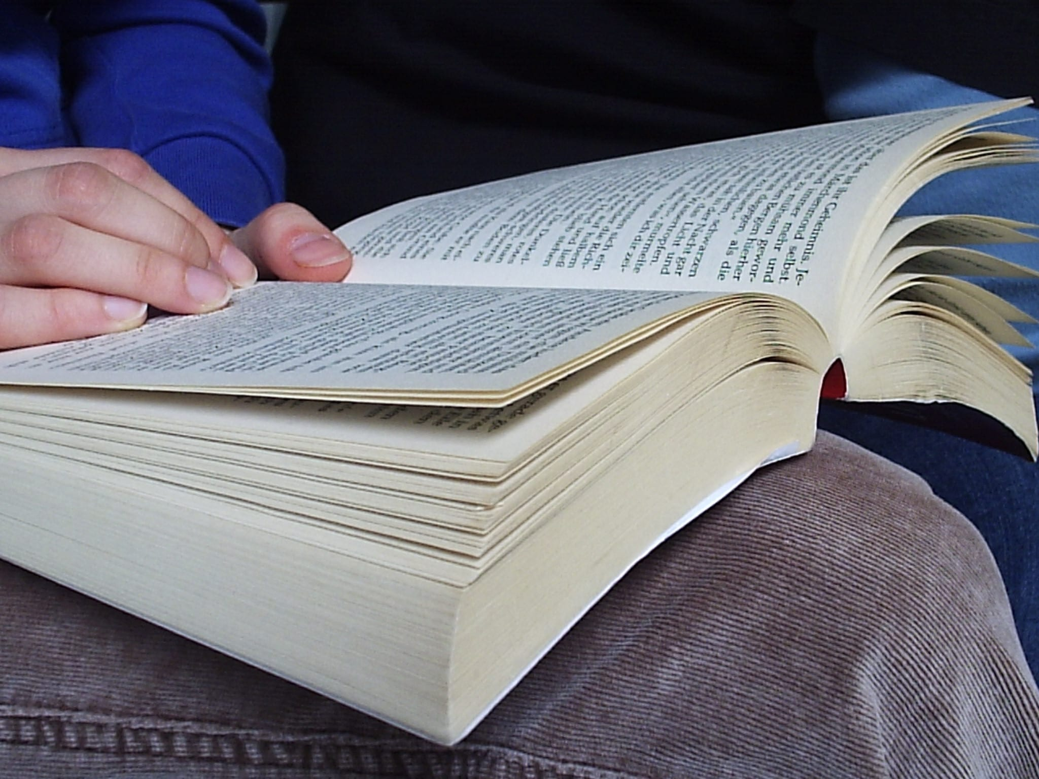 Why is reading important? 7 Benefits of reading books